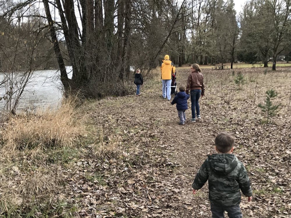 Winter walk with kids along river - Jasper State Recreation Site