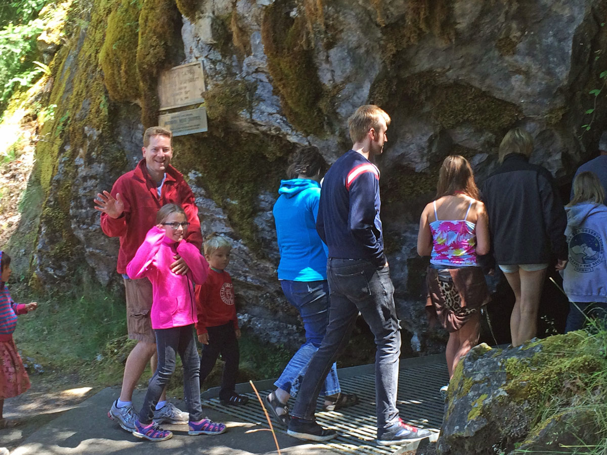 Explore Oregon Caves with kids - unique and fun tours!